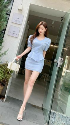 Korean Beauty Girls, Sexy Asian Girls, Korean Fashion Dress, Asian Fashion, Fashion Models, Girl Fashion, Girls In Mini Skirts, Online Dress Shopping, Beautiful Asian Women