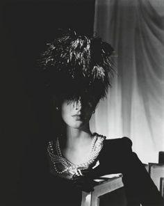 Photo: Horst P. Horst. Fashion study, 1942.
