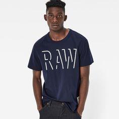 Das T-Shirt ziert eine 3D-inspirierte Grafik – die moderne Version eines…