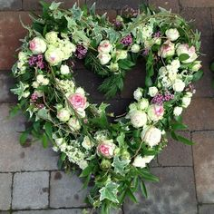 Just how to Get the Bride Bouquet and Groom Boutonniere Equilibrium? Funeral Flower Arrangements, Funeral Flowers, Floral Arrangements, Love Flowers, Paper Flowers, Funeral Sprays, Bouquet Delivery, Funeral Tributes, Sympathy Flowers