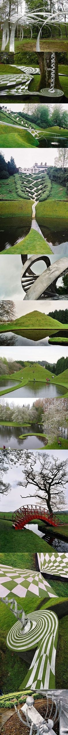 The garden of cosmic speculation in Scotland. Le jardin des Spéculations Cosmiques, Ecosse.