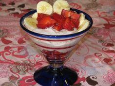 SKINNY 15 MINUTE BREAKFAST: Strawberry Banana Yogurt ONLY 179 Calories W/ GREEK YOGURT!