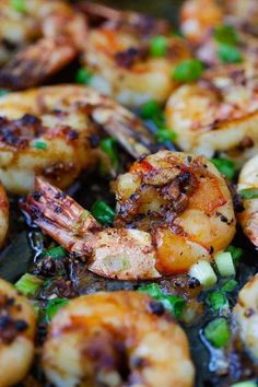 Black pepper shrimp - garlicky and buttery shrimp in a savory black pepper sauce. An easy recipe that takes 20 minutes, so delicious! | rasamalaysia.com