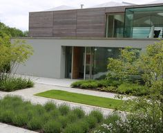Short-listed for the RIBA House of the Year Awards this unique contemporary hous. Short-listed for the RIBA House of the Year Awards this unique contemporary house sits on a ridge facing the South Downs. Sussex Gardens, Contemporary Garden Design, Plantation, Modern Exterior, Garden Planning, Garden Inspiration, Backyard Landscaping, Layout Design, Tiny House