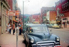 Main Street, Deadwood, South Dakota, 1952 : TheWayWeWere - I was there Old Pictures, Old Photos, Vintage Photos, 50s Vintage, Usa Street, Cities, Arizona, Us Cars, Illustrations