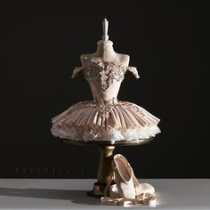 The creator, Özlem Arabici, takes a simple list of cake ingredients and creates ornate masterpieces worthy of a gallery. Ballet Birthday Cakes, Ballet Cakes, Dance Cakes, Ballerina Cakes, My Birthday Cake, Pretty Cakes, Beautiful Cakes, Amazing Cakes, Unique Cakes