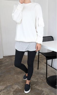 Mode - Casual Chillin ohne Make-up auf Women's Fashion Clothing Introduction There is a certain numb Looks Street Style, Looks Style, Style Me, Look Fashion, Fashion Outfits, Womens Fashion, Tween Fashion, 50 Fashion, White Fashion