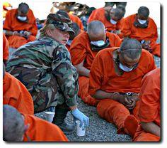 Deux détenus de Guantánamo Bay renvoyés en Algérie Ces cas expliquent la place des islamistes algériens dans le terrorisme international Depuis que la prison Guantánamo Bay existe, les États-Unis ont rapatrié au total 14 prisonniers en Algérie. Tous ont été reconnus coupables de participation à une organisation terroriste étrangère. Et un seul algérien y est encore, selon le département d'Etat.