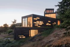Four Stacked Boxes Defining Modern Family House in San Juan Island 13
