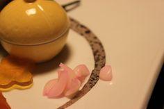 Kaiseki, likened to the petals lily bulbs - 会席料理 百合根を花びらに見立てて