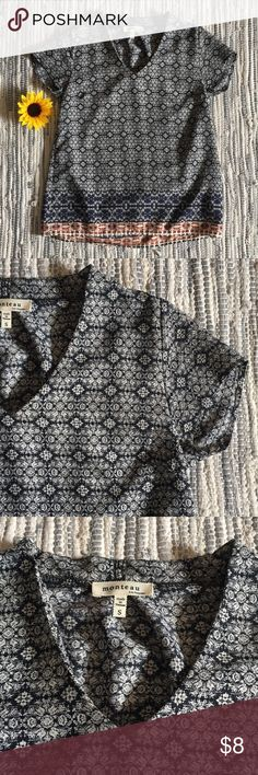 Patterned Short Sleeve Top Excellent condition Size small  100% polyester Monteau Tops Blouses