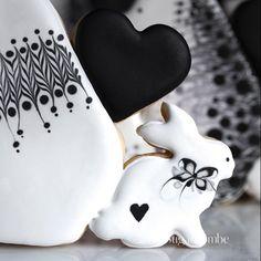 The Heart of a Fox...#sugarbombe, #sugarcookies, #decoratedcookies, #cookiesofinstagram, #edibleart,#sugarart, #royalicingart, #royalicingcookies, #customcookies, #foodart, #diycookies,#foxcookie, #foxcookiecutter, #bunnycookie,#bunnycookiecutter, #heartcookie, #heartcookiecutter, #valentinecookie, #valentinecookiecutter, #valentine