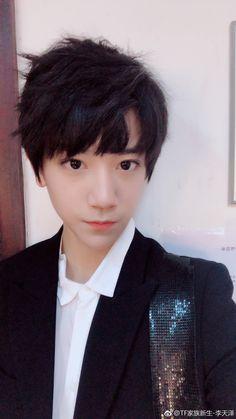 Trạch Nhi Asian Boys, Cute Boys, Idol, Corner, Cookies, Asian Guys, Girls, Lost Boys, Crack Crackers