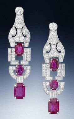 A pair of Art Deco r beauty bling jewelry fashion