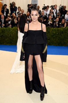 Hailee Steinfeld in Vera Wang: Somebody check on Vera Wang. I think she's tied up in a basement somewhere.