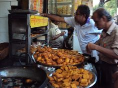 This in English literally means fried in oil. #TeleBhaja or fried food is something that cannot be separated from a Bengalis, #Kolkata. Tele bhaja includes Samosas, 'Begunis' (Aubergine fritters), 'Peyajis' (Onion fritters) and most importantly 'Chop'. There are several types of chop. It is a stuffing of various things deep fried in oil. You can have chicken chop, fish chop, potato chop and many more. Tele Bhaja with muri (puffed rice) on a wet evening is pure bliss!. #ekPlate…
