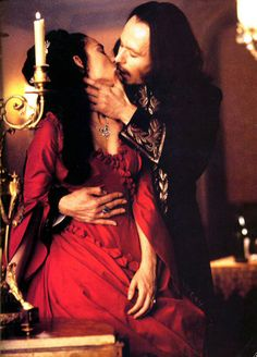 """Mina (Winona Ryder) and the Count (Gary Oldman) in """"Bram Stoker's Dracula"""" (1992)"""