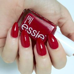 Essie Winter 2016 Collection - Are you ready for some Christmassy nails? The new collection from Essie is flipping festive! Deep Red Nails, Bright Red Nails, Red Nail Varnish, Red Nail Polish, Red Manicure, Manicures, Classic Nails, Essie Nail Polish, Nail Art Diy