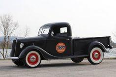 """1937 Ford, Pick Up  28500.00 EUR  Traditionelles """"Old Style Hot Rod"""" mit originalem Steel Body und außergewöhnlicher Geschichte! Kräftiger getunter 3,9 Liter Flathead V-8 Motor, hochglanzpolierte Offenhauser-Zylinderköpfe, verchromter Sportluftfilter, Doppelstrang-Auspuffanlage, Glass Pack Auspufftöpfe mit fantastischem Sound, elektrische Benzinpumpe, neuer Kühler, originales Dreigang-Schaltgetriebe, neue K ..  http://www.collectioncar.com/detailed.php?ad=60456&category_id=1"""