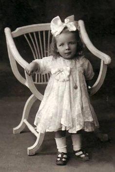 Victorian Photos, Antique Photos, Vintage Pictures, Vintage Photographs, Vintage Images, Pretty Pictures, Old Photos, Vintage Abbildungen, Vintage Girls