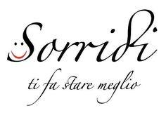 A SMILE makes you feel better! Sonreír te hace sentir mejor.