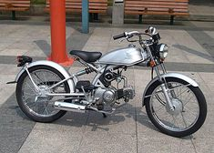 Pretty cool little custom eh?  WRONG! It's a stock Honda Solo 50cc made for the Japanese market only. [Shakes fist at Honda Australia]  Here is a mild custom of a Solo.