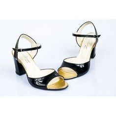 Čierne dámske sandále s otvorenou špičkou a opätkom - fashionday.eu Sandals, Lady, Shoes, Closet, Fashion, Moda, Shoes Sandals, Zapatos, Armoire