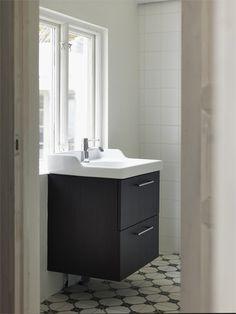 Wc med dusch och handfat