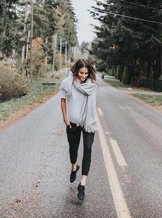 #bethanymenzel wearing our comfortable, chic and sporty {Jetsetter Pants} - dress these up or wear them around the house! no matter what you're doing or where you are, you'll love these pants! | @albionfit