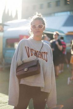 Oversized vetements jumper and super long sleeves