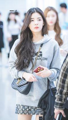 ꪶiꪋ from itzy Kpop Girl Groups, Kpop Girls, Korean Girl Groups, Korean Airport Fashion, Korean Fashion, Kpop Mode, Girl Outfits, Fashion Outfits, Airport Style