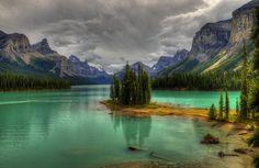 Spirit Island  Jasper AB Canada。