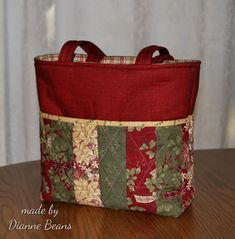 100 Brilliant Projects to Upcycle Leftover Fabric Scraps - Unfurth Quilted Tote Bags, Patchwork Bags, Crazy Patchwork, Quilted Purse Patterns, Sewing Patterns, Handbag Patterns, Patchwork Patterns, Patchwork Designs, Leftover Fabric