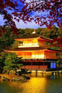 Japanese Modern, Japanese Landscape, Japanese House, Temple Of The Golden Pavilion, Beautiful Places In Japan, Asian House, Japanese Temple, Amazing Buildings, Tokyo Japan