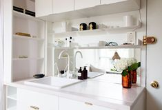 Scandinavian Kitchen design ideas and photos to inspire your next home decor project or remodel. Check out Scandinavian Kitchen photo galleries full of ideas for your home, apartment or office. Home, Small Space Living, Kitchen Design, Soho Apartment, Small Kitchen, Interior, White Faucet, Apartment Kitchen, New York City Apartment