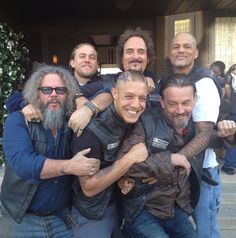 Ugh wehave to wait 2 weeks :-( Smile! It's SOA Day! // Sons Of Anarchy // Jax // Tig // Happy // Bobby // Juice // Chibs Soa Cast, Mark Boone Junior, Sons Of Anarchy Samcro, Sons Of Anarchy Motorcycles, Theo Rossi, Tommy Flanagan, Charlie Hunnam Soa, Jax Teller, Chiba