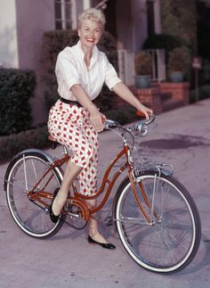 I have a bike just like this. Jesse got it for me out of the trash.  Awesome, prettiest bike in town.