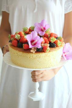 Oggi vi propongo l 'hot milk sponge cake'   una torta deliziosa, soffice ed umida.   La sua particolarità...
