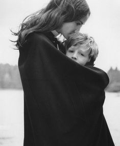 Mother and child black and white grainy film Lifestyle Photography, Photography Poses, Family Photography, Mother And Father, Mother And Child, Mother Daughter Pictures, Family Portraits, Family Photos, Photo Portrait