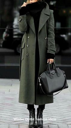 Minimal outfit ideas - MONIQUE LASCURAIN - - Minimal outfit ideas Long green coat over black jeans and black knit sweater Best Winter Coats, Winter Coats Women, Fall Coats, Autumn Coat, Black Winter Coat, Stylish Winter Coats, Winter Jackets, Mode Outfits, Fall Outfits
