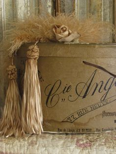 """Love the """"old"""" look of this hat box, pretty tassels~❥"""