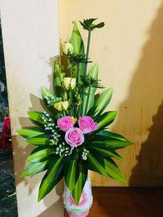 Small Flower Arrangements, Flower Arrangement Designs, Small Flowers, Beautiful Flowers, Flower Shop Decor, Flower Decorations, Christmas Decorations, Chinese New Year Crafts, Church Flowers
