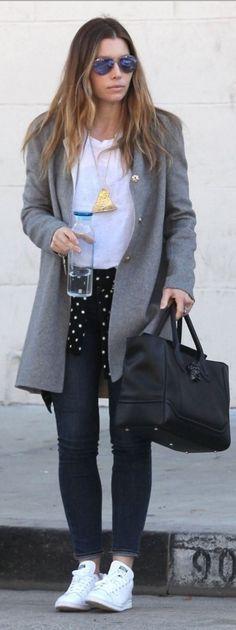 Who made  Jessica Biel's purple aviator sunglasses, blue skinny jeans, white handbag, and black handbag?