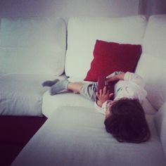 bambino - divano bianco cuscino rosso