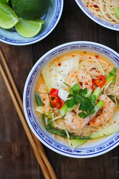 Hot & Sour Red Thai Prawn Noodles - The Mother Cooker Thai Prawn Recipes, Fish Recipes, New Recipes, Cooking Recipes, Favorite Recipes, Daisy Recipe, Red Thai, Fabulous Foods, Different Recipes