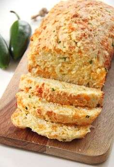 This Jalapeno Cheddar Quick Bread is a great addition to your dinner table. In about 1 hour you can have fresh baked bread to serve alongside your soups, stews or casseroles. Easy and delicious! Quick Bread Recipes, Easy Bread, Cooking Recipes, Top Recipes, Dinner Recipes, Jalapeno Cheese Bread, Jalapeno Cheddar, Cheddar Cheese, Cheddar Bread Recipe