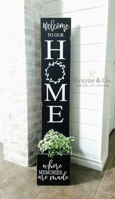 Diy Vinyl Projects, Wooden Projects, Wood Crafts, Welcome Door Signs, Porch Welcome Sign, Mothers Day Signs, Summer Signs, Diy Porch, Diy Wood Signs