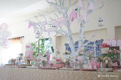 Lima Limão - festas com charme: Batizado da Madalena: anjinho charmoso! Floral Arrangements, Garland, Glass Vase, Delicate, Colours, Invitations, Table Decorations, Simple, Party