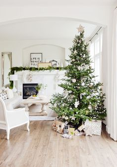 Chic And Neutral Christmas Tree - ELLEDecor.com