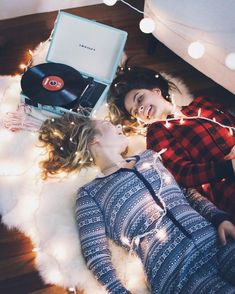 When u live w/ ur bff and Christmas rolls around 🎄 Image Tumblr, Tumblr Bff, Bff Pictures, Roommate Pictures, Bff Pics, Best Friend Pictures, Friend Pics, Best Friend Goals, Partners In Crime